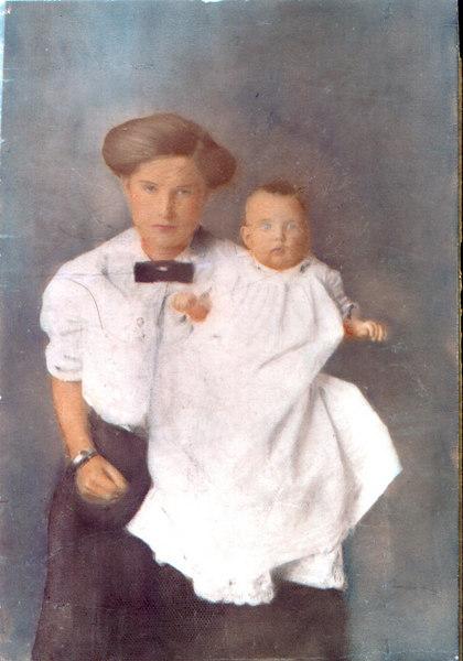 Bessie Marie Avera McKinnon, wife of James Carter McKinnon, with first child, Louelle, born 1911