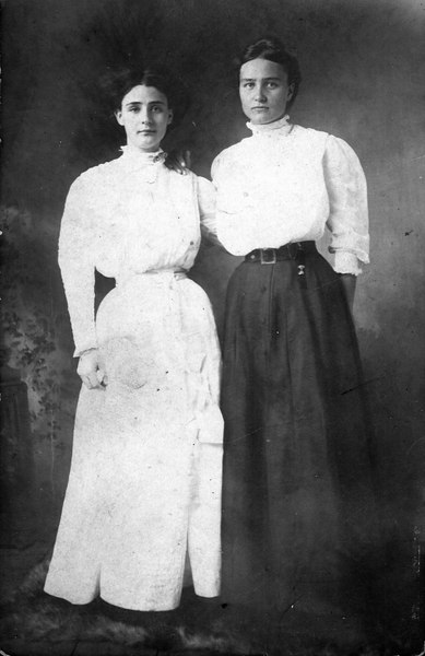 Mary Lamanda (Aunt May) McKinnon, with unidentified friend.  She was born 1891, died 1974, and was the daughter of Reddick Charles and Carrie Ann Jane (Goodman) McKinnon.