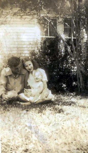 Arthur Pittman and Lucy Parrish Pittman and their daughter, Linda