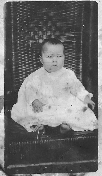 Maggie Selph, 1918–1936, as a baby.  Maggie, daughter of John Selph died in childbirth.