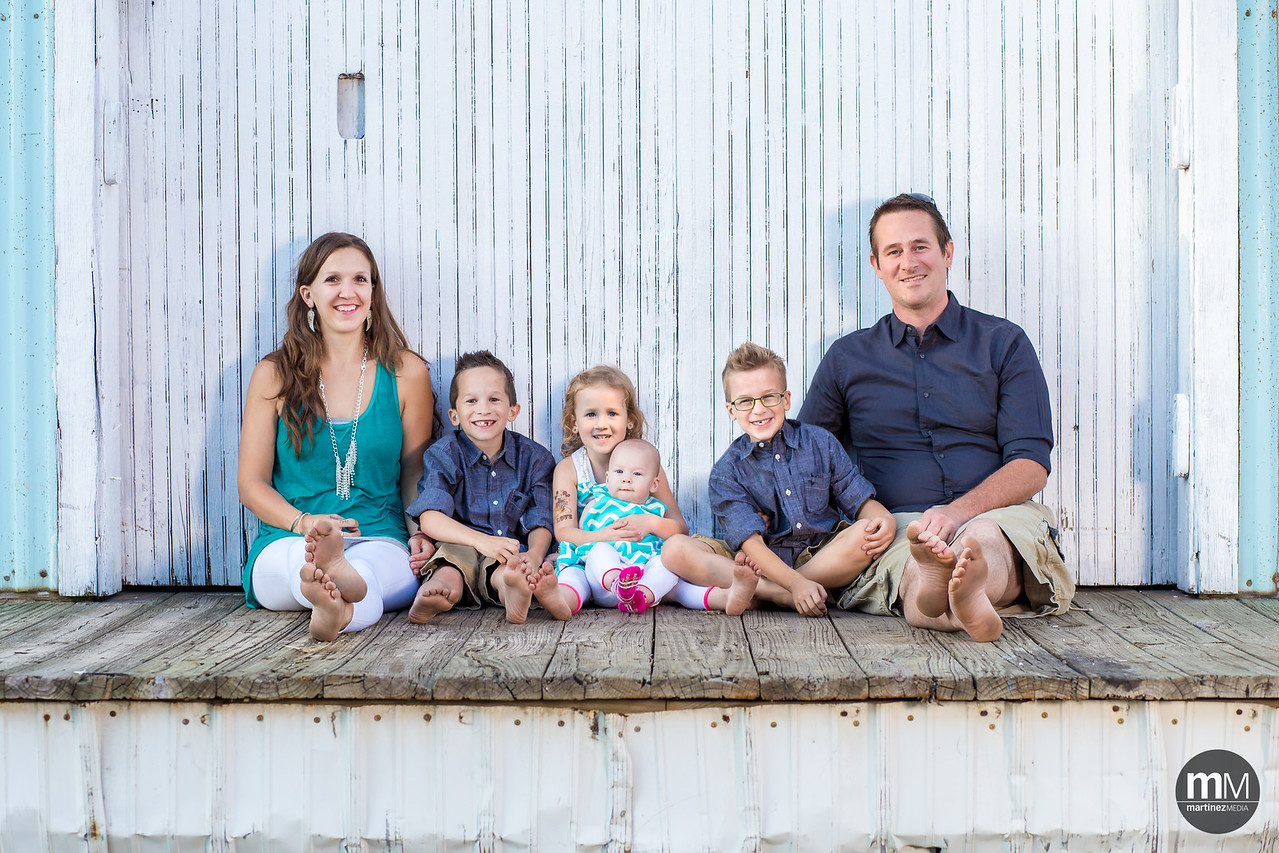 We had an exciting session with the VanLoon family last night! So much energy in these fun loving kids :)