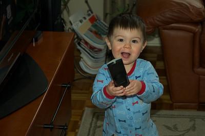 Grand maman, j'ai trouvé la télécommande, grand-papas le cachait.