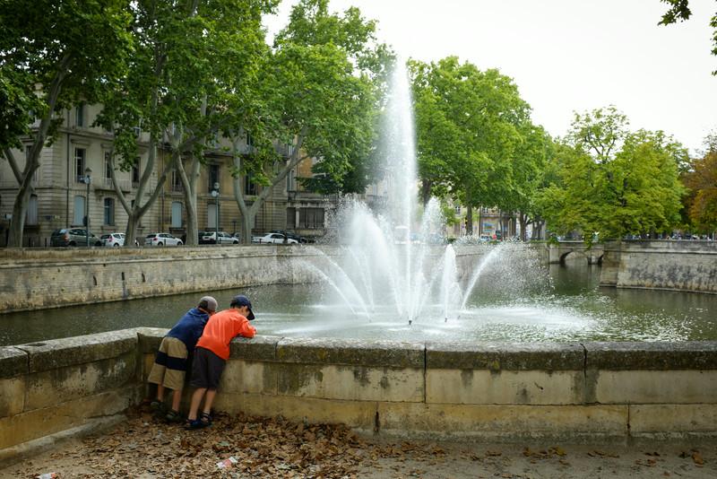 À la fontaine des Jardins de Nîmes