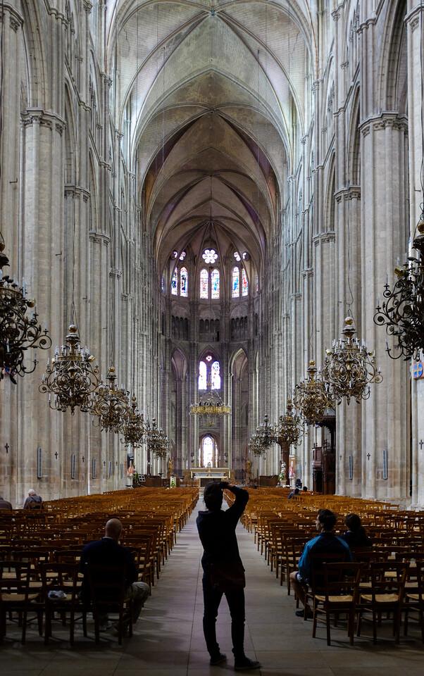 L'intérieur de la cathédrale de Bourge.