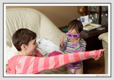 Samantha et Anabelle font des bulles de savon