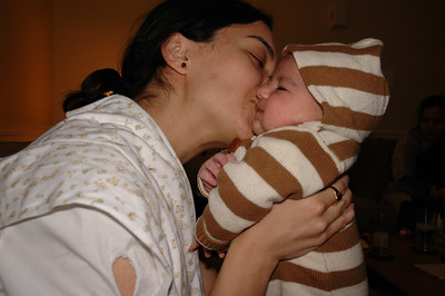 Aunt Zeenie gets some kisses!