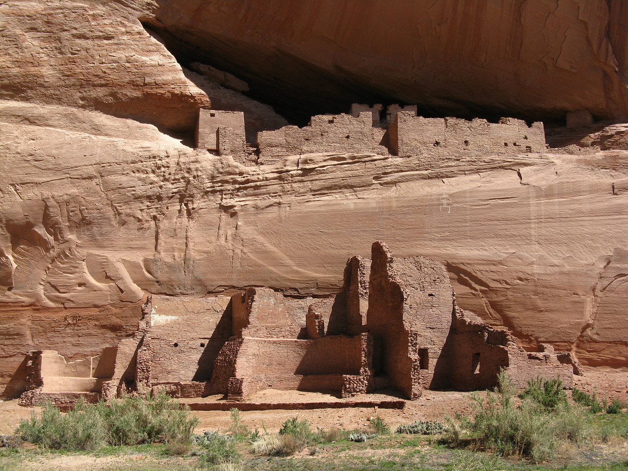 The White House Ruin was occupied by the Anasazi people many centuries ago.   A central white tower on the upper level gives the ruin its name.
