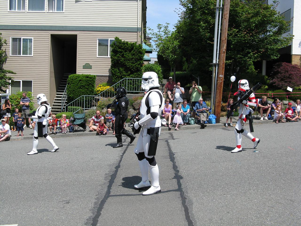 09 07 04 parade 003