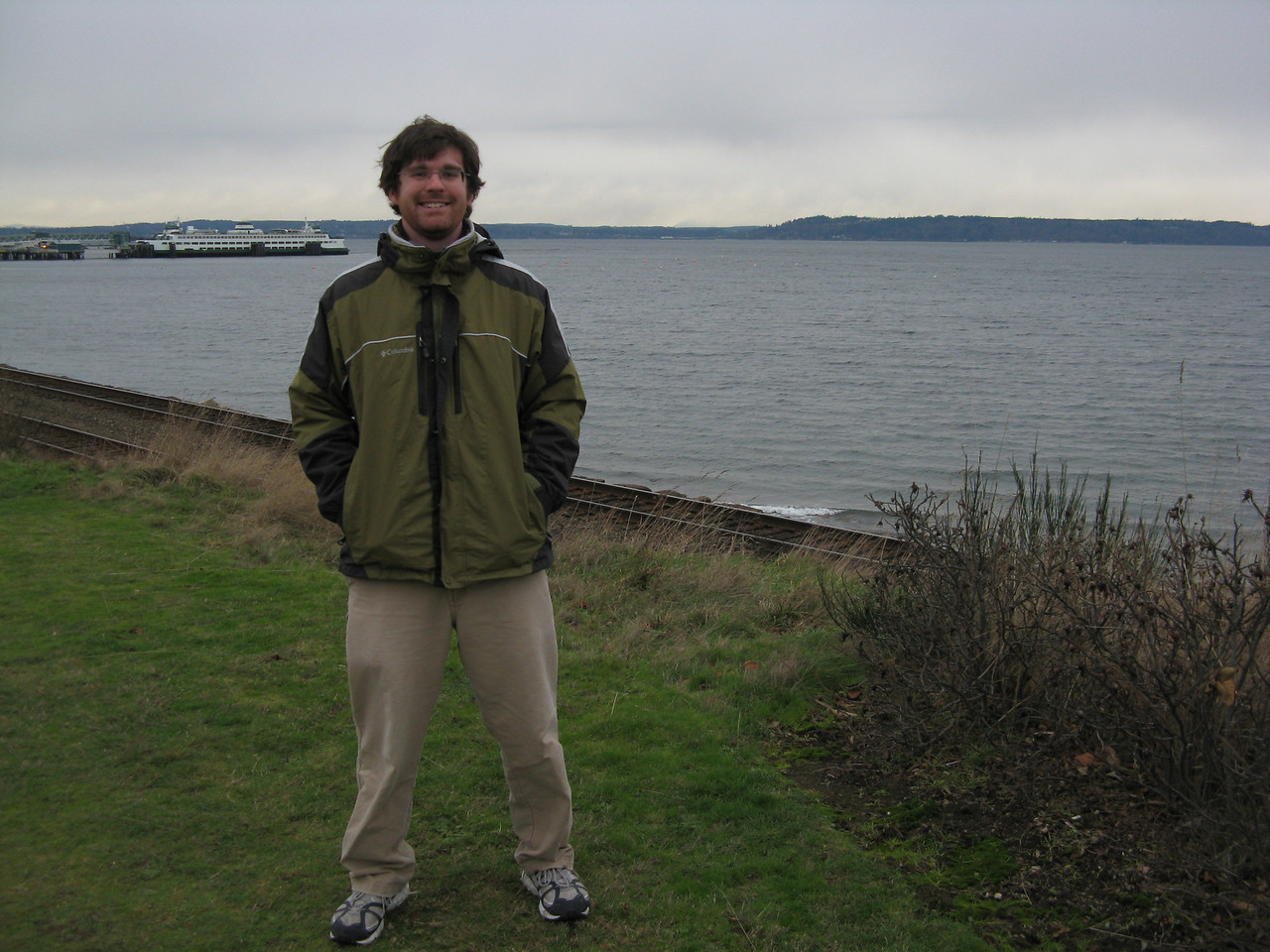 Robert took a short walking tour of the Edmonds waterfront.<br /> <br /> Robert on the bluff on Sunset Avenue with the ferry landing in the distance.