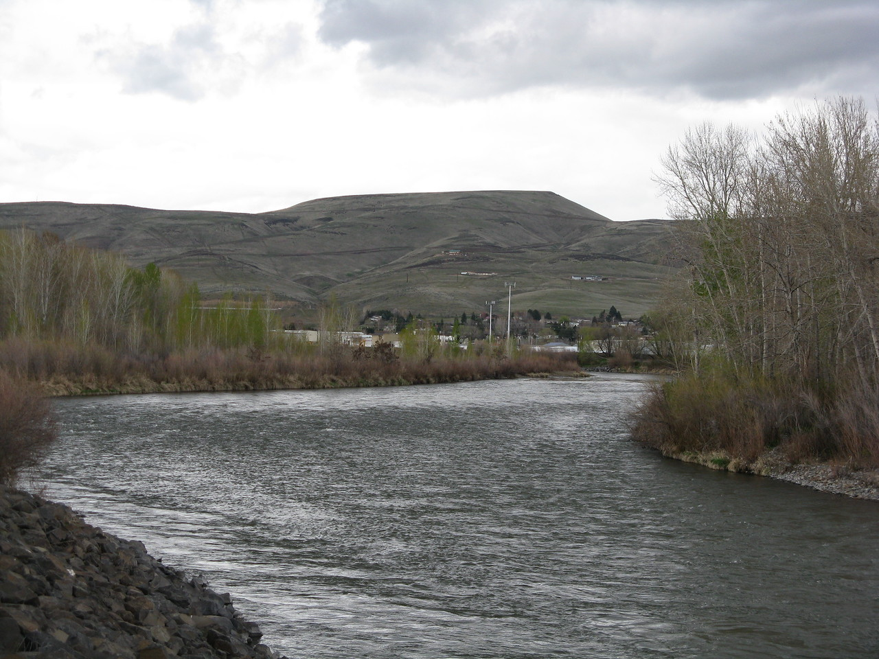 Heading north on the Yakima Greenway, this view is looking north east across the Yakima River to the hills beyond.
