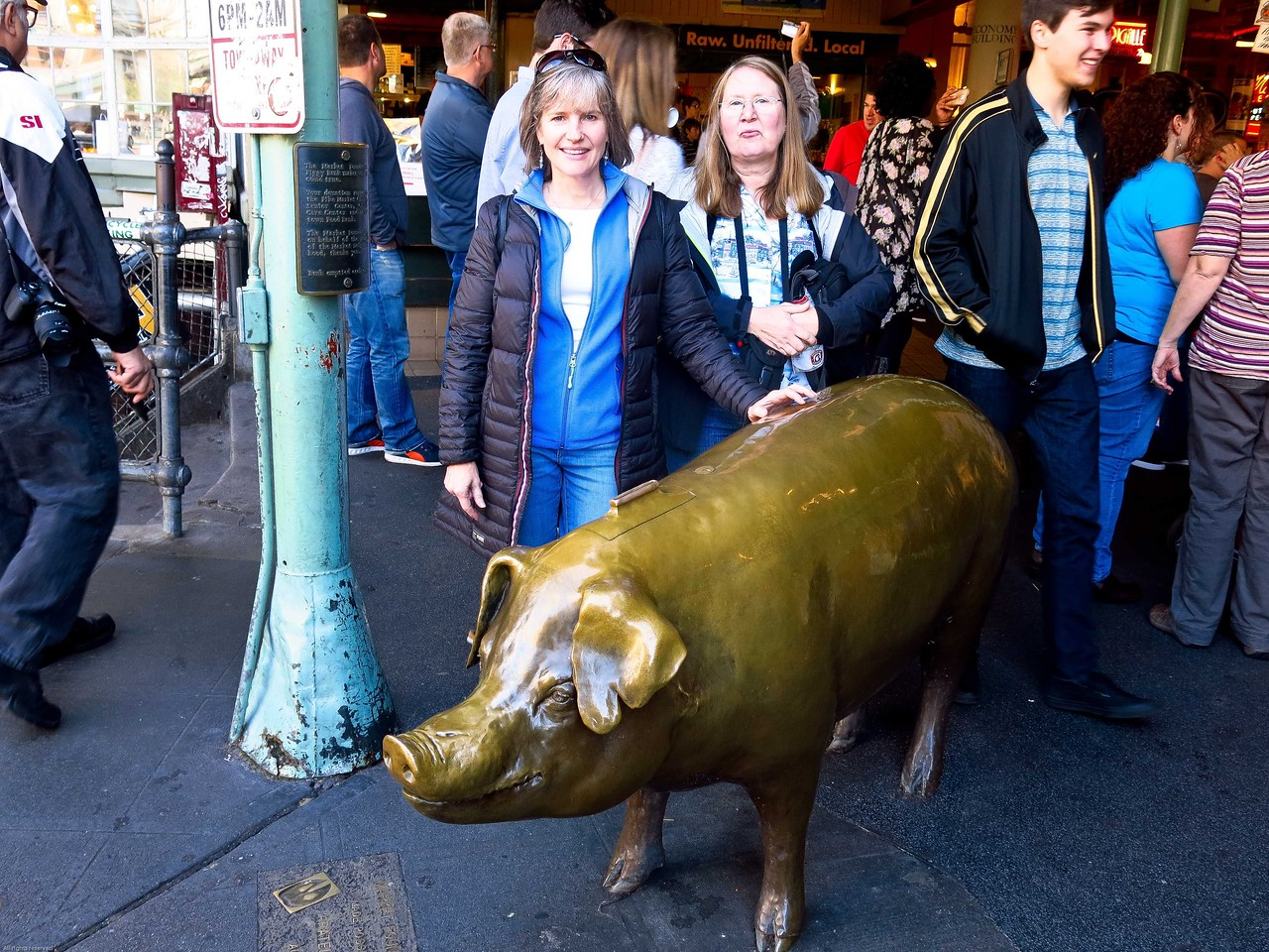 Jeanette and Mary and the pig at Pike Place