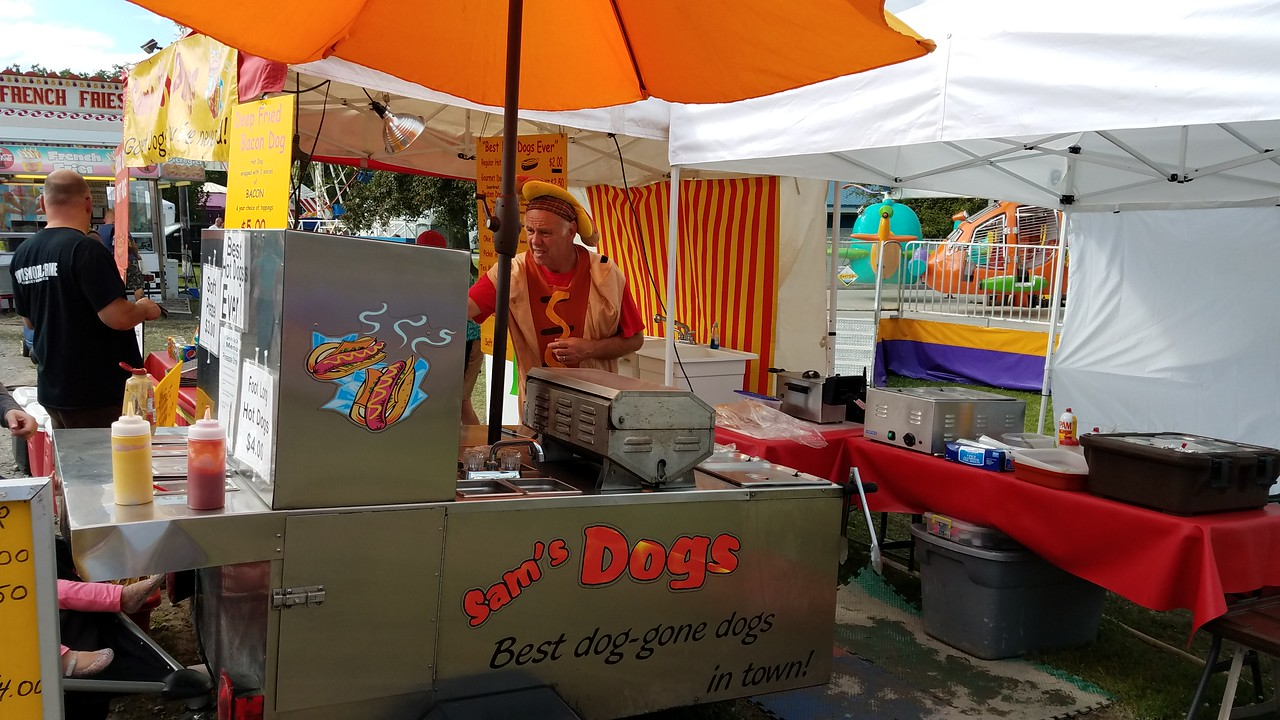 hotdog stand at Balloon Quest