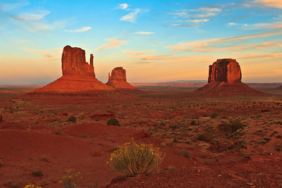 Sun Slowly decends on Mittens Monument Valley