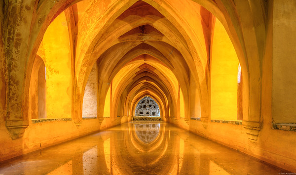 Baths of Lady María de Padilla in the palace of Seville are rainwater tanks named after the mistress of Peter, king during the 14th century.
