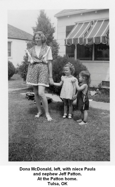 Dona McDonald, left, with niece Paula<br /> and nephew Jeff Patton.<br /> At the Patton home.<br /> Tulsa, OK