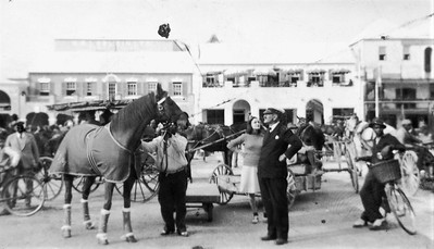 Hamilton Bermuda-horse carriages-Eds trip-Feb 1940