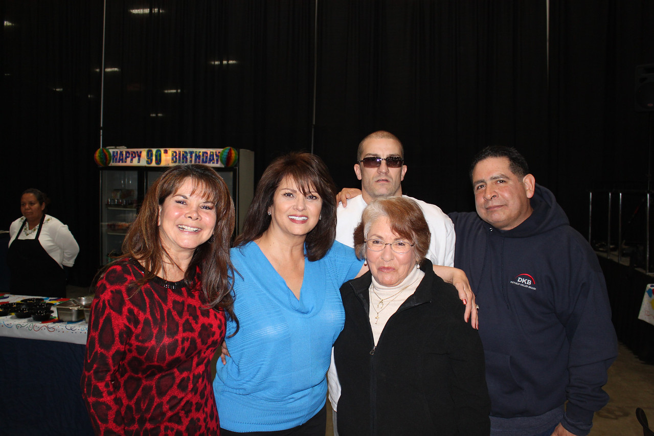 Cousin Sandy, Yvonne, Aunt Lydia, Frank III and cousin Ernie.