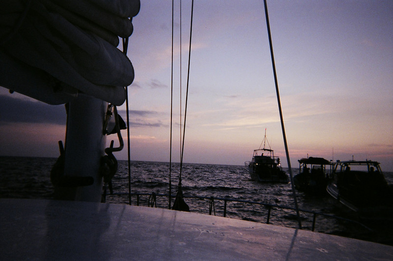 Aboard the Kamanu awaiting the darkness and the manta rays ... worried?