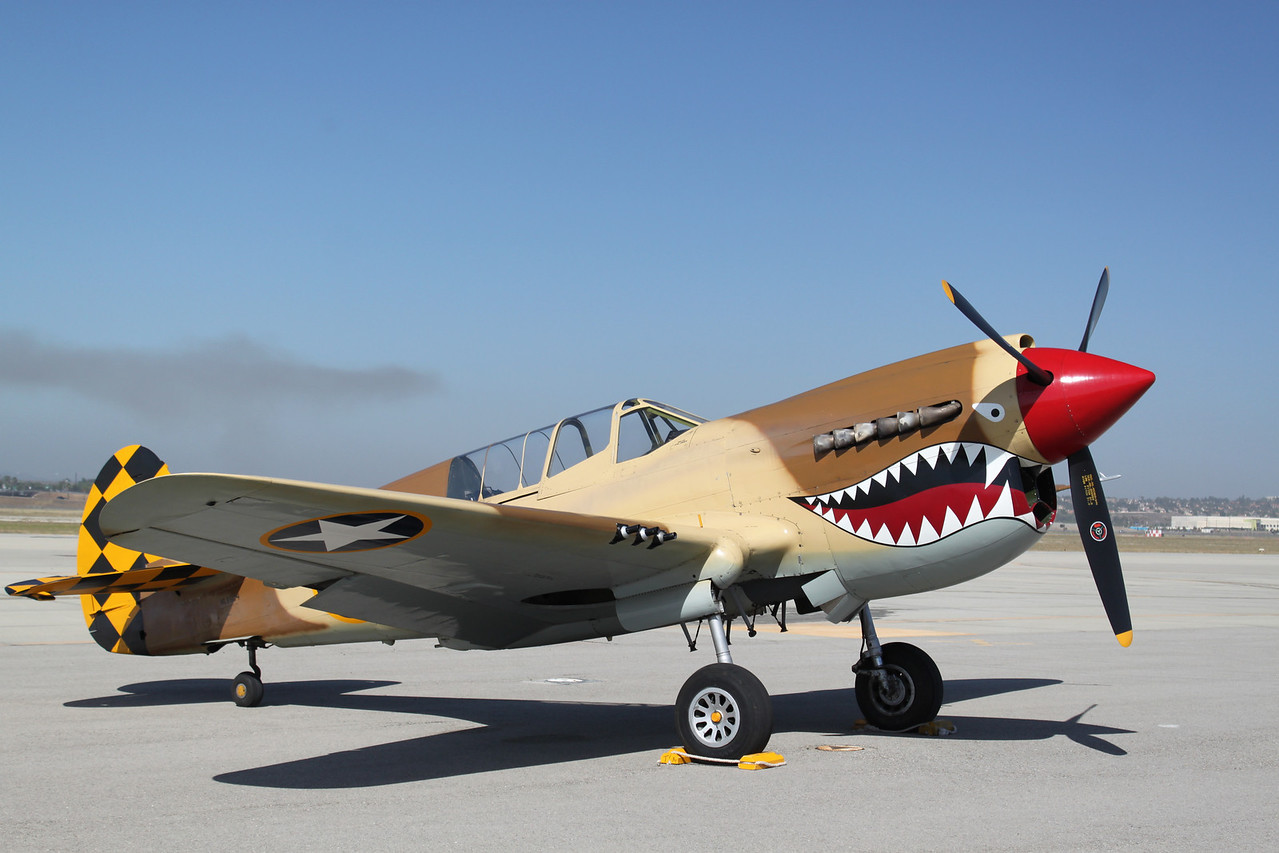 Curtiss P-40 Warhawk.