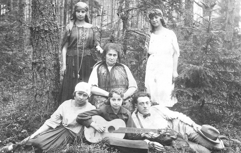 Great-grandma Blassberg with her girls in the forest. Standing: Malkie (left) & Anna (right). Maybe Rachael, sitting left. (Kazla-Ruda, Lithuania) (1922)
