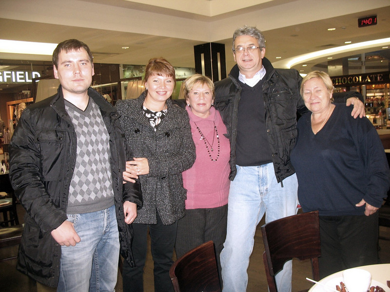 Rustem with Ashgabat cousins, Sasha, Oxana, Lida & Toma. (Moscow) (10.20.2010)