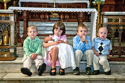 Take 2:  Kimbrell Kids.  All five are in the picture.  YAY!!  Oops, Owen, are you bored?  Olive, try looking at the camera.  Devin, don't even think about running off.  Balin, good job!