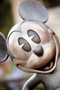 DLR - DCA - Buena Vista Street - Walt and Mickey Statue