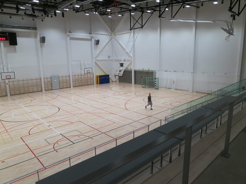 Jay is giving Tom a tour of his school, the Espoo International School. It is a showcase of modern technology.