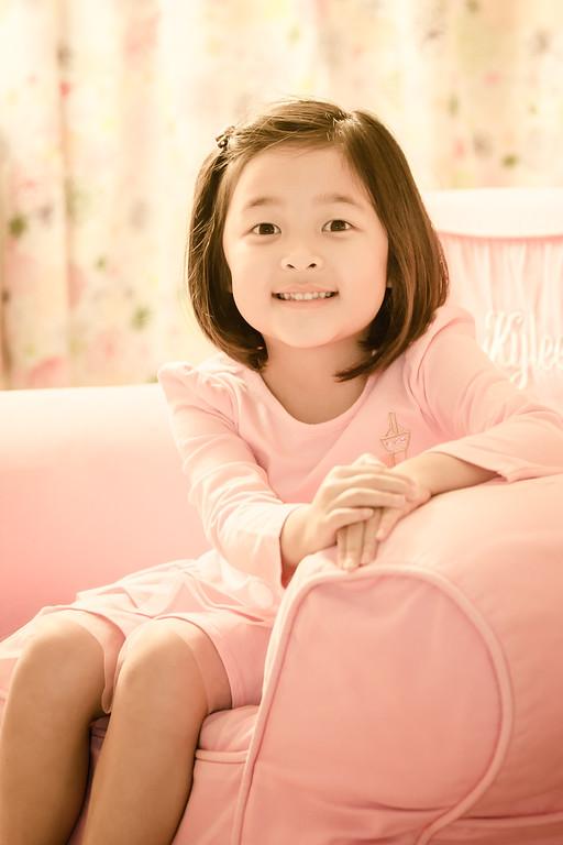 IMAGE: http://www.joonrhee.com/Family-Friends/Kylee-Caitlyn-Gong-11242012/i-VR3xvDp/0/XL/AG9A1648-L.jpg