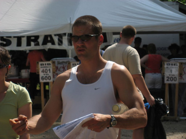 Craig picking up his race packet