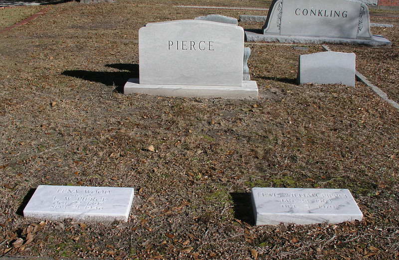 Graves of Lewis William and Lena Wood<br /> Jacksonville, NC, city cemetery