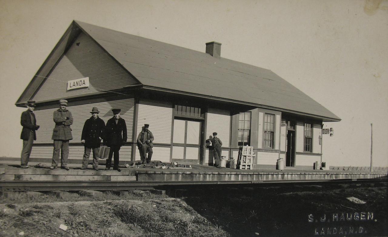 Landa, ND, Train Station<br /> c. 1900