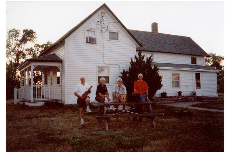 Reenactment of ~1899 Oskar Thompson family photo by the John Thompson brothers in 2002