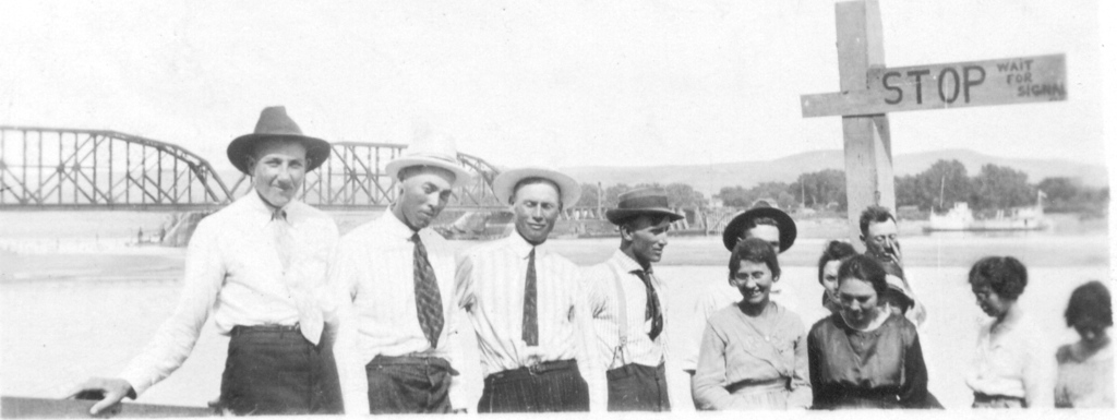 Group at Chamberlain Bridge