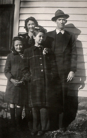 Front: Dora (Lynn) and Norma; Rear: Hazel and Roscoe Davenport, 1940s.