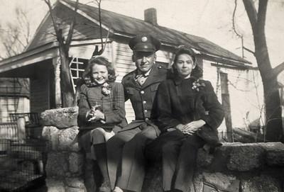 From left, Dora (Lynn) Davenport, Alvis Bilyeu, Norma Davenport. Location may be Phyllis' house in 1940s.