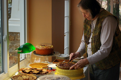 Norma, cutting one of Dana's pecan pies. Thanksgiving, 2010.
