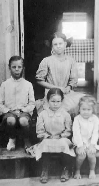 Mary, Roy, Della, and Peg Mitchen