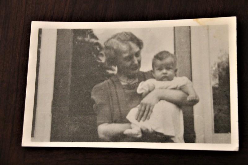 Isabella Gregg holding Warren Hendy Bodily