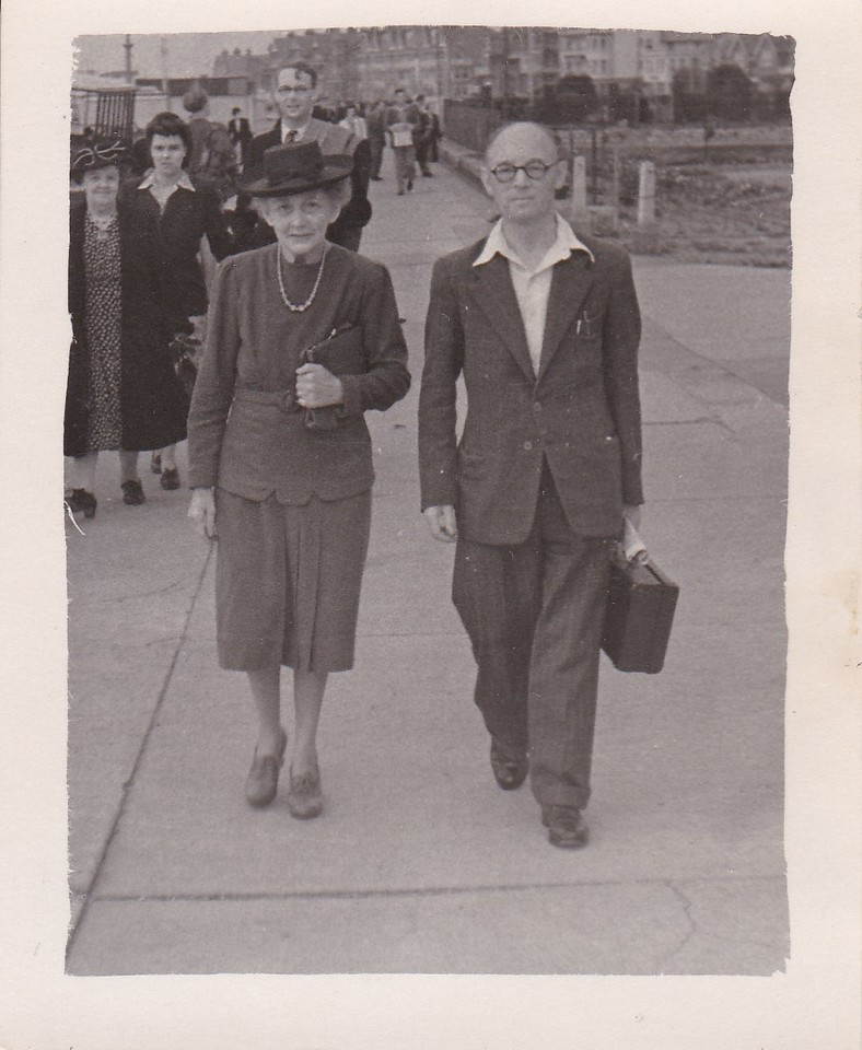 Isabel Gregg Hendy and Sidney Godwin Hendy at Felixstowe, England<br /> August, 1947
