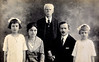 Famiglia Fontanari: L-R: Adele, Amalia (mere), Emmanuele (grand-pere), Giovanni (pere), Luisa (soeur).  Circa 1920.
