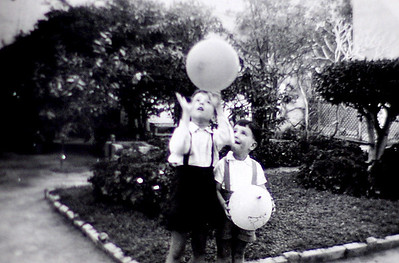 Rafik et Raouf.  circa 1953?  Jardin de la maison de la rue Pietri, Sabapacha.