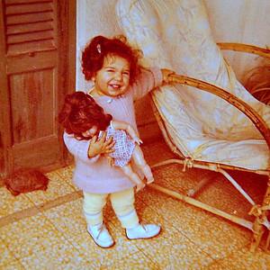 Smouha, 1973.  Avec Caroline (la tortue).