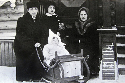 Kohn family living in Saransk, Russia 1914