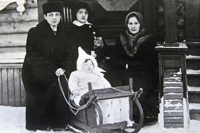 Kohn family living in Saransk, Russia 1914