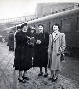 Lena, DIna and Djema in Paris