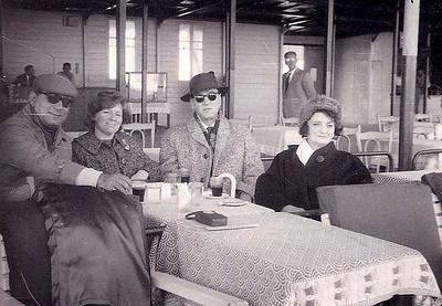 Club de Chasse, Alexandrie 1965.  L-R: Bibo, Ima, Jules, Egizia (père et mère d'Ima)