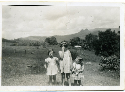 Bray sisters - Judith, Lesley & Garland in 1956  Photo taken at Tomewin, Queensland  Photo from my mothers collection, Moira Bray