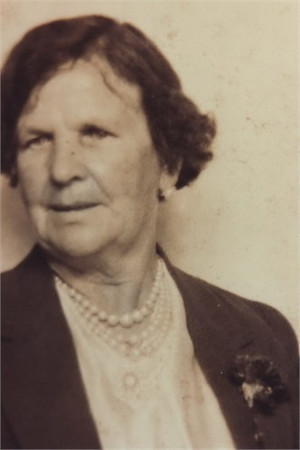 Mary Jane Ratcliffe (1875-1946).  Mary was born in Doynton, Gloucestershire, England - she first married Samuel James Jarrett in Warmsley, Bristol, England in 1897 and emigrated to Australia with her husband and baby son George the same year.  After the death of her husband in 1901, Mary married Edward McGilvery in Brisbane, Queensland.  Edward & Mary McGilvery had no children together.  Photo supplied by descendants of Mary Jane - the Jasperson family.