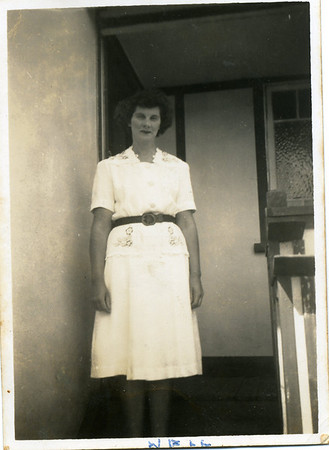 Nell Undated and no inscription on the back of the photo.  Photo from my grandmother's collection - May McGilvery (nee Munro).